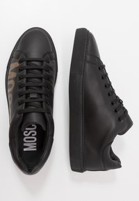 MOSCHINO - Sneakers basse - black/gold - 1