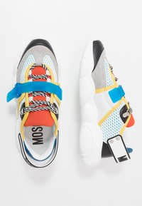MOSCHINO - Sneakers basse - white/blue - 1