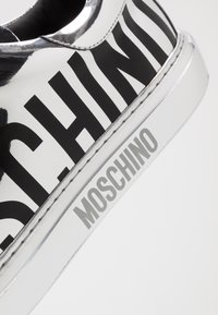 MOSCHINO - Sneakers basse - silver - 5