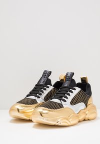 MOSCHINO - Sneakers basse - black/white/gold - 2