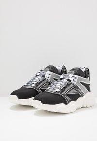 MOSCHINO - Sneakers basse - black - 2