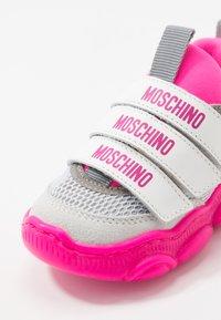 MOSCHINO - Sneakers - white/neon pink - 2