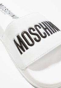 MOSCHINO - Matalakantaiset pistokkaat - bianco/nero - 2