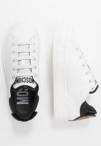 MOSCHINO - Baskets basses - white - 0