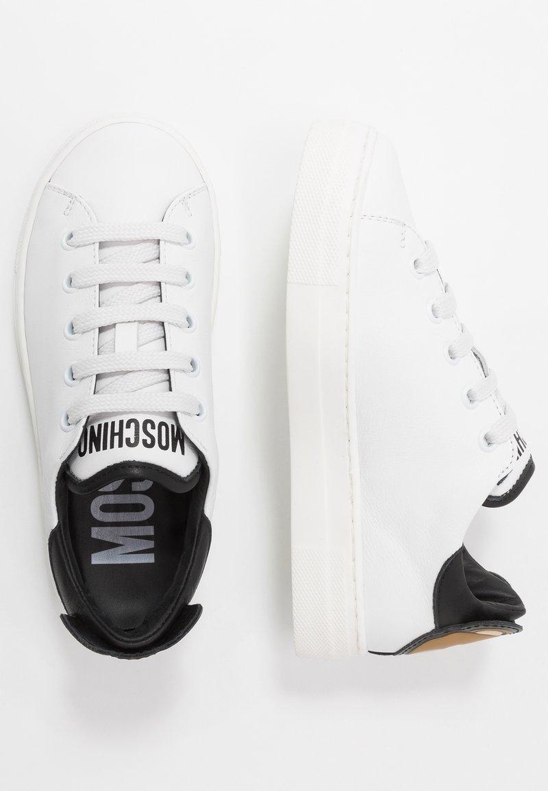 MOSCHINO - Baskets basses - white