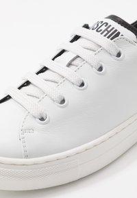 MOSCHINO - Baskets basses - white - 2
