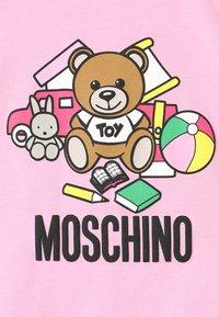 MOSCHINO - DRESS GIRL - Trikoomekko - begonia rose - 2