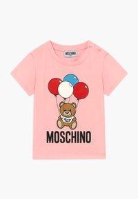 MOSCHINO - T-shirt print - sugar rose - 0