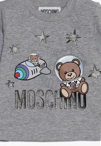 MOSCHINO - Pitkähihainen paita - grigio melange - 3