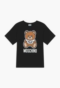 MOSCHINO - MAXI  - T-shirt imprimé - black - 0