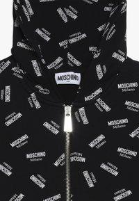 MOSCHINO - HOODED - Mikina na zip - black - 4
