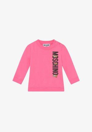 Collegepaita - dark pink