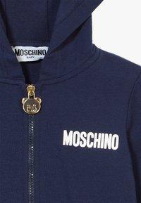 MOSCHINO - HOODED - Zip-up hoodie - navy blue - 3