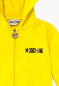 MOSCHINO - HOODED - Zip-up hoodie - blazing yellow - 3