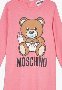 MOSCHINO - BABYGROW & HAT SET - Čepice - dark pink - 2