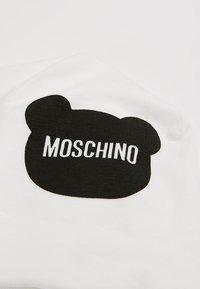 MOSCHINO - HAT BABY - Muts - cloud - 2