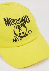 MOSCHINO - Casquette - blazing yellow - 2