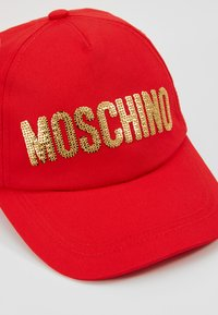 MOSCHINO - HAT - Kšiltovka - poppy red