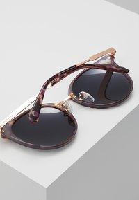 Polaroid - Sluneční brýle - lilac - 3