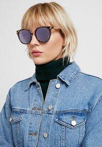 Polaroid - Sluneční brýle - lilac - 1