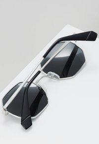 Polaroid - Sluneční brýle - silver-coloured/black - 3