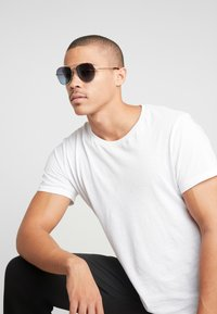 Polaroid - Sunglasses - gold - 1