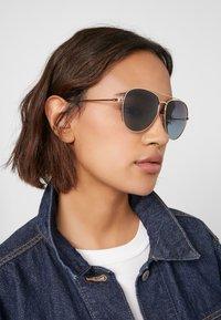 Polaroid - Sunglasses - gold - 2