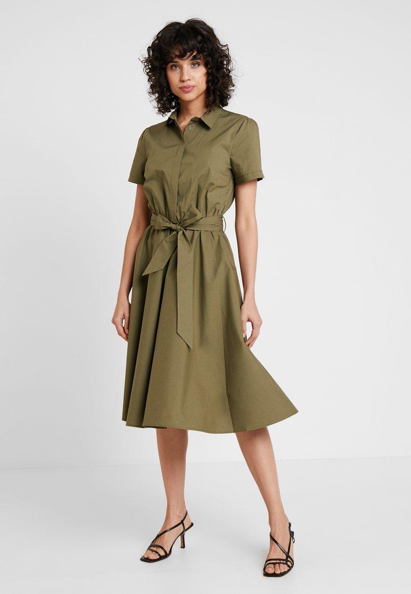 More & More - Skjortekjole - african green