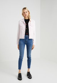 7 for all mankind - MODERN TRUCKER  - Veste en jean - cotton candy - 1