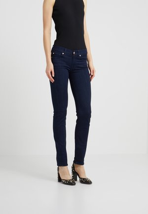 MID RISE ROXANNE - Jeansy Straight Leg - luxe vista