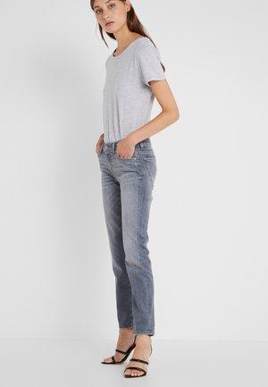 MID RISE ROXANNE CROP ILLUSION - Slim fit jeans - grey