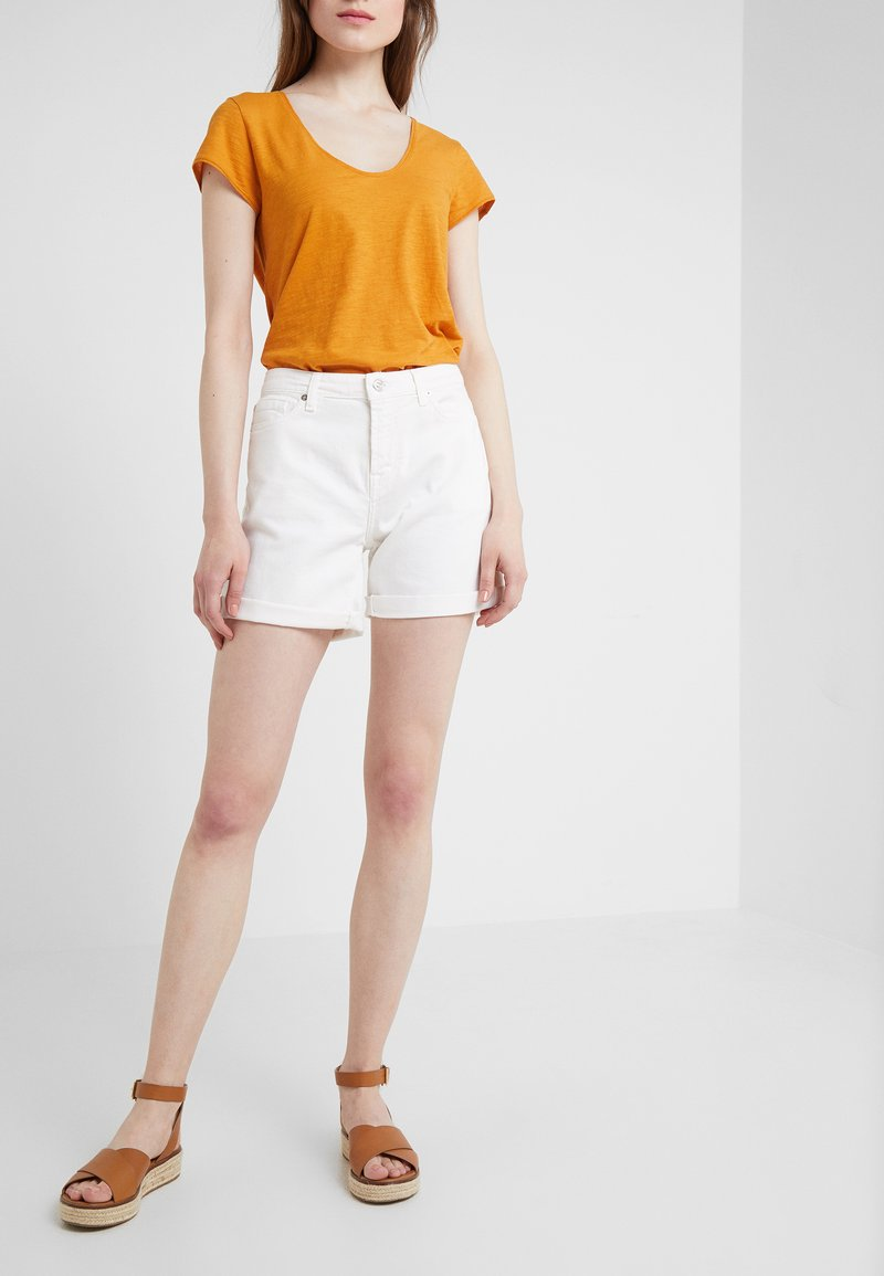 7 for all mankind - BOY SHORTS  - Jeans Shorts - white