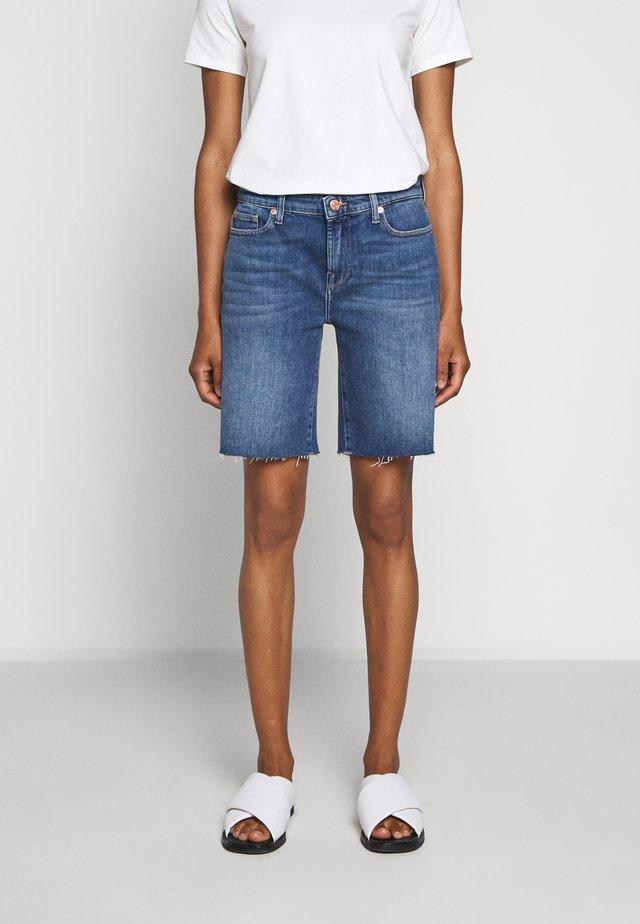 EASY  - Szorty jeansowe - mid blue