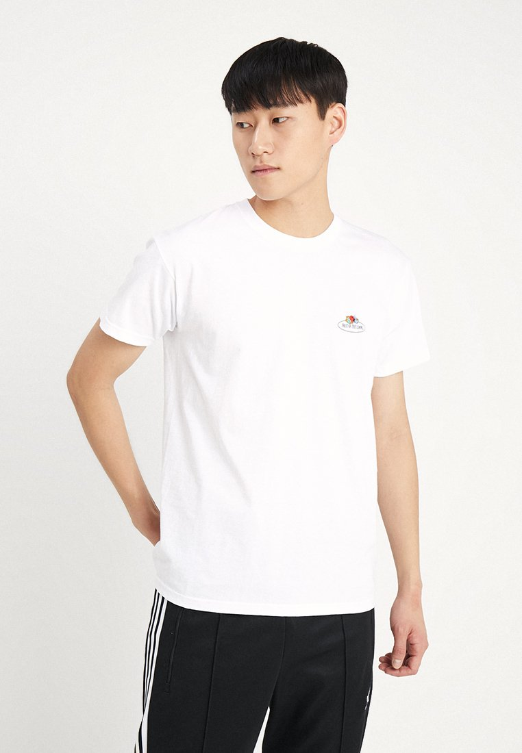 Fruit of the Loom - MENS CLASSIC SMALL CLUSTER FRONT - T-Shirt basic - white
