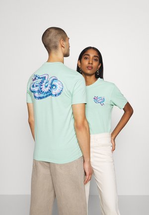 UNISEX KENDALL SNAKE - Print T-shirt - mint