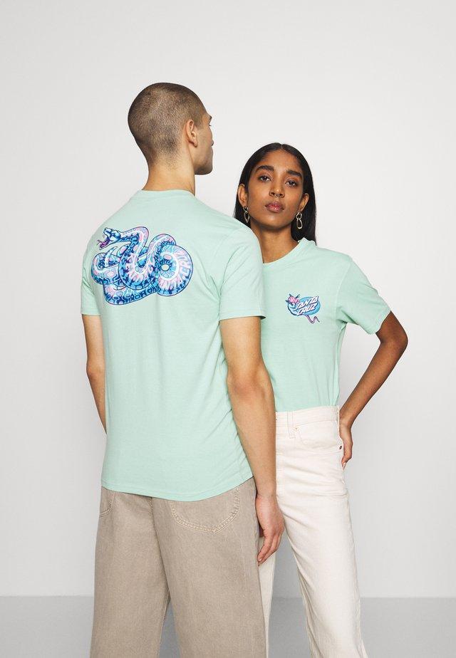 UNISEX KENDALL SNAKE - T-shirt z nadrukiem - mint