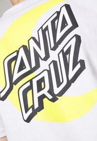 Santa Cruz - SANTA CRUZ UNISEX MOON DOT - T-Shirt print - white - 6