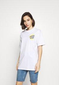 Santa Cruz - SANTA CRUZ UNISEX MOON DOT - T-Shirt print - white - 3