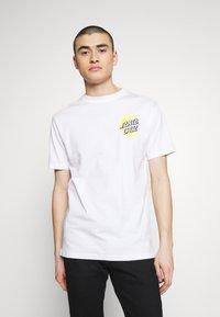 Santa Cruz - SANTA CRUZ UNISEX MOON DOT - T-Shirt print - white - 0