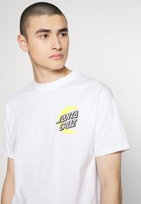 Santa Cruz - SANTA CRUZ UNISEX MOON DOT - T-Shirt print - white - 4