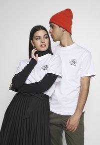 Santa Cruz - UNISEX SNAKE BITE IN - T-shirt med print - white - 0