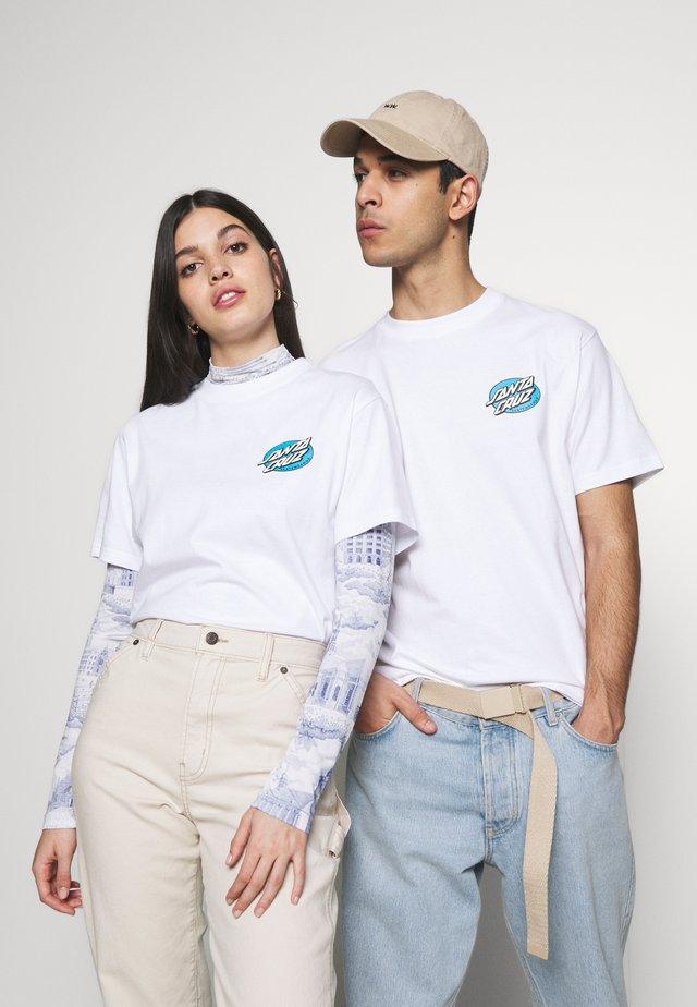 SANTA CRUZ UNISEX REMILLARD LIT AF IN - T-shirt z nadrukiem - white