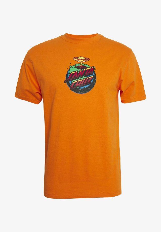 unisex Doom dot - T-shirts med print - orange