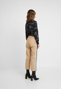 Sisley - DRAWSTRING PANT WITH VARSITY SIDE STRIPE - Pantaloni - beige - 3