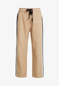 Sisley - DRAWSTRING PANT WITH VARSITY SIDE STRIPE - Pantaloni - beige - 6