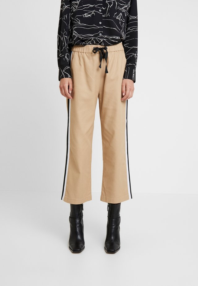 DRAWSTRING PANT WITH VARSITY SIDE STRIPE - Trousers - beige