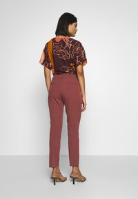Sisley - TROUSERS - Pantaloni - bordeaux - 2