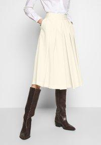Sisley - DIVIDED SKIRT - Shorts - off-white - 0
