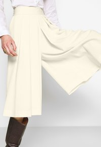 Sisley - DIVIDED SKIRT - Shorts - off-white - 5