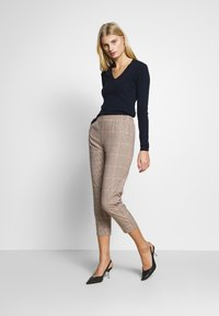 Sisley - TROUSERS - Chinos - beige - 1